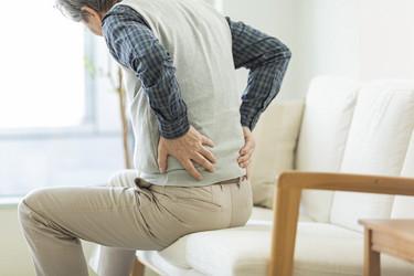 腰が痛い人の画像